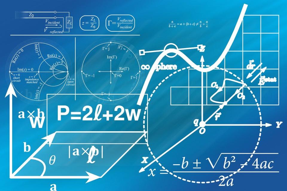 Cele mai bune auxiliare de matematică pentru elevii clasei a X-a le găsești la noi, în librăria Delfin,